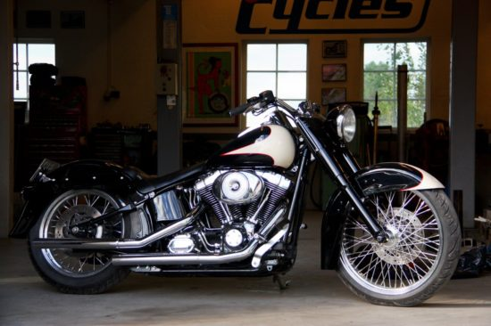 Unique Cycles Harley   CustomBike.cc
