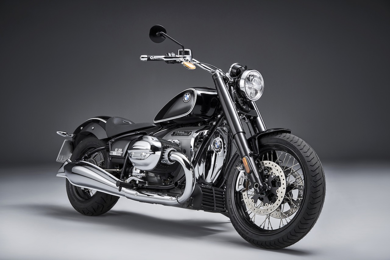 BMW R-18 motorcycle front-right